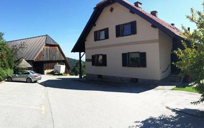 Zunanjost turistične kmetije Pačnik